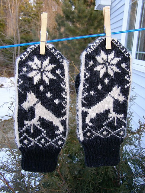 Ravelry: Scotty Dog Mittens pattern by Michelle Kelly -- I like to think they're actually Westies, because they're white :)