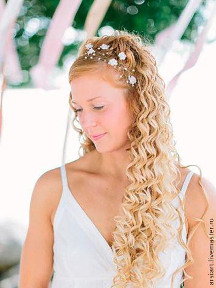 decorações de casamento feitas à mão.  Mestres Fair - feito à mão.  Compre grinalda branco para a noiva com pérolas, coroa de flores .. Handmade.