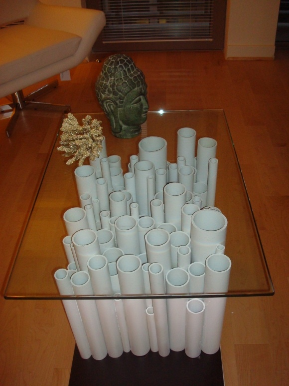 Mesa de centro feita com tubos de PVC. Fácil de fazer!