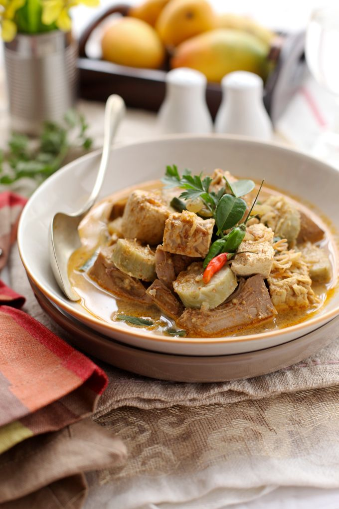 Cooking Tackle: Lontong Lodeh / Variant vegetables stewed in coconut milk serve with rice cakes