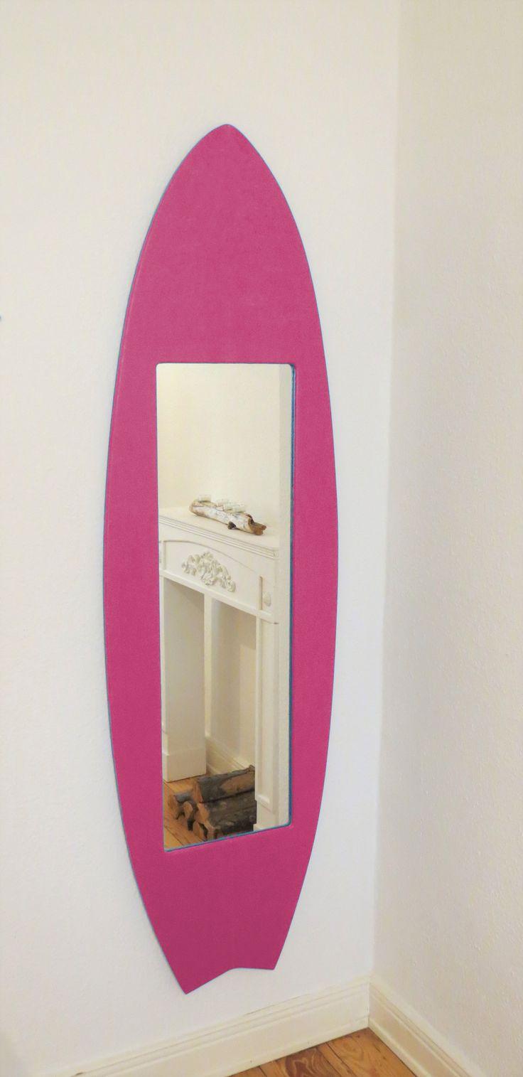 Cute Surf und Strandfeeling garantiert Unser Surfbrett Wandspiegel ist in ein echter Blickfang und sorgt
