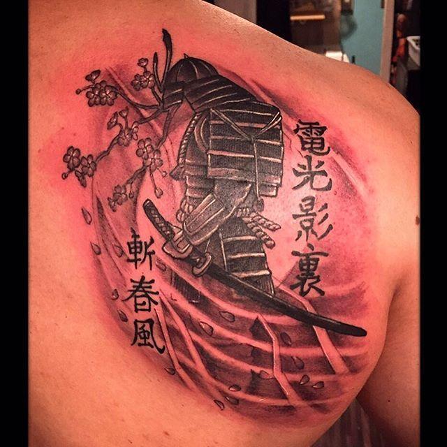 【black_rose_tattoo_co】さんのInstagramをピンしています。 《おはようございます(*^^*) ・ 本日もよろしくお願いします✨✨ ・ tattoo artist : PEDRO work🇵🇪 ・ #tattoo#japan#kanagawa#yokosuka#yokohama#navy#japanese#english#spanish#タトゥー#神奈川#横須賀#横浜#ネイビー#blackrosetattoo#BRT#yokosukanavy#侍#鎧#兜#刀#桜#武者》