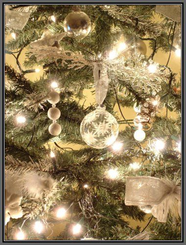 white, silver, and gold = my favorite Christmas decor colors