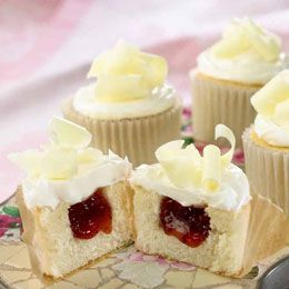 Strawberry filled cupcakes, Filled cupcakes and White chocolate ...