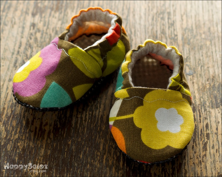 Floral Canvas -  Eco Friendly Baby Booties (6-12 months) Traction SolesBooty 6 12, Floral Canvas, Baby Booty, 612, 6 12 Month, Eco Friends, Baby Booties, Traction Sole, Friends Baby