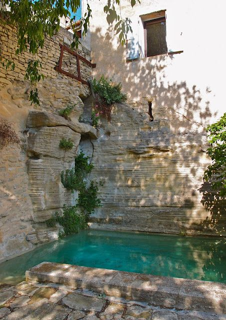 This is beautiful almost a hidden swim corner in the stone.