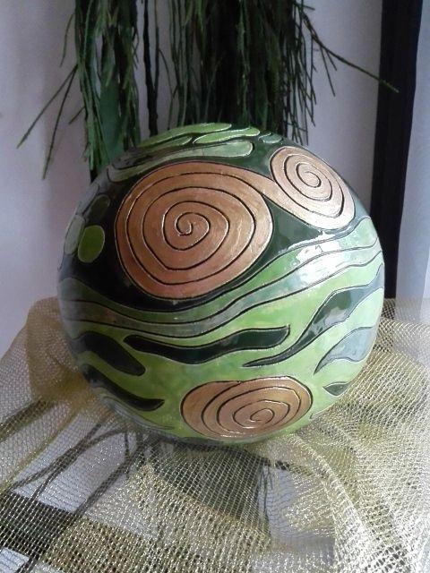 Hier ein Beispiel meiner handgetöpferten Keramiken! In meinem ständig aktualisierten Onlineshop findest du alle derzeit verfügbaren Keramiken unter :  http://selfmadekeramik.dawanda.com/  Reine Handarbeit, Keine Massenware, Nicht Gegossen, Von Hand modelliert!