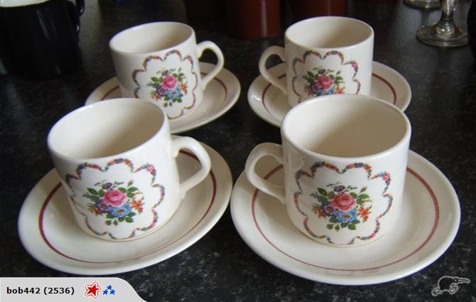 pretty floral coffee cans & saucers