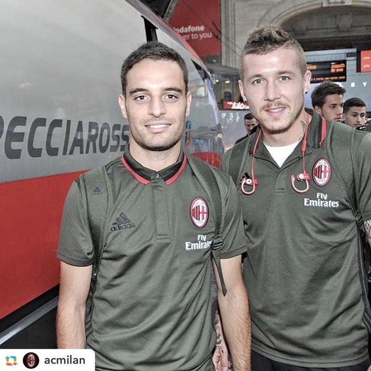 I ragazzi del #Milan in viaggio con il Frecciarossa per #FiorentinaMilan #serieatim