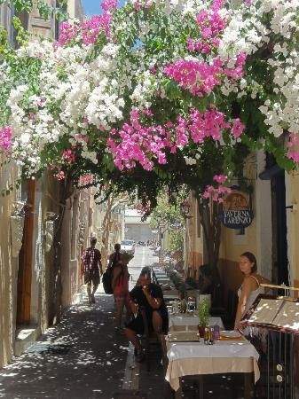 Explore the alleys of old town in #Rethymno and find yourself in an awesome surroundings for a photo shoot