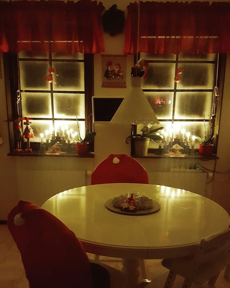 My kitchen 😍. #jul #julpyssel #pyssel #fönster #snö #advent #Christmas #dekoration #snow #santaclaus #tomte #tomten #ljus #inredning #interior #interiordesign #interiör #ikea #winter