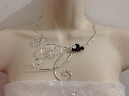 Collier fleur de cristal argenté perles cristal strass swarovski noir et blanc mariage 2 soirée : Collier par virgin-creations