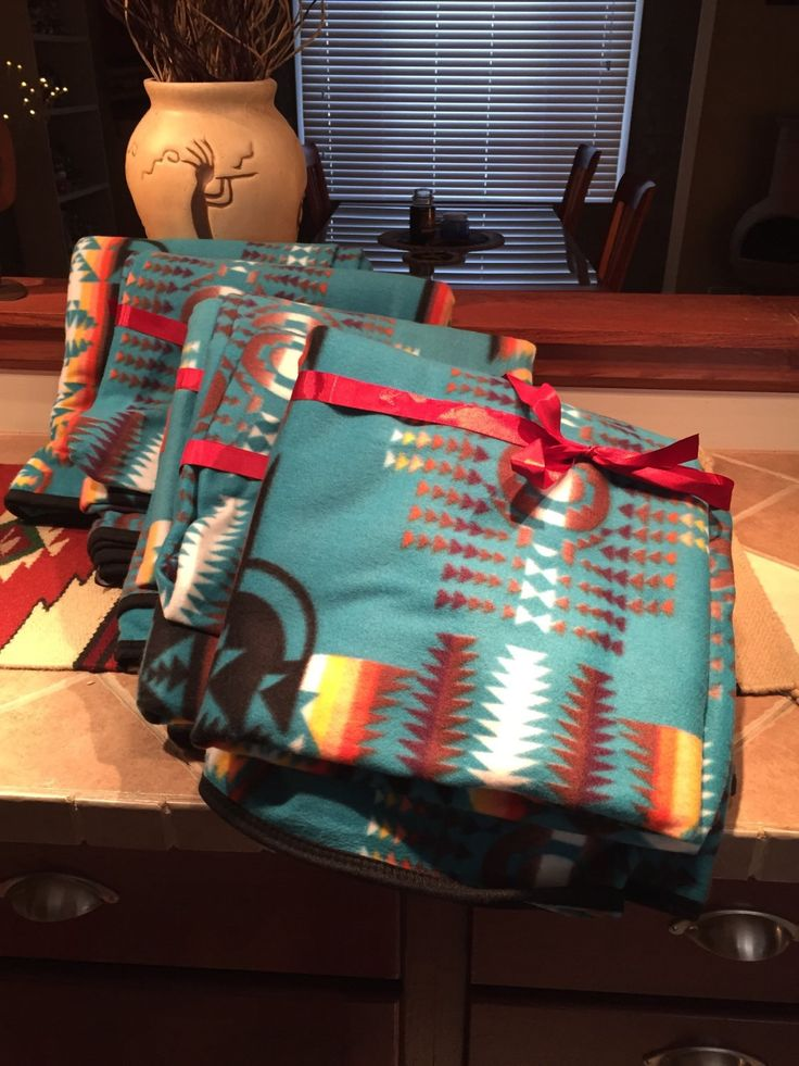 """Huge soft southwestern aztec throw blanket Measures 64""""-80"""" Priority shipping 1-3 day delivery Fleece blanket"""