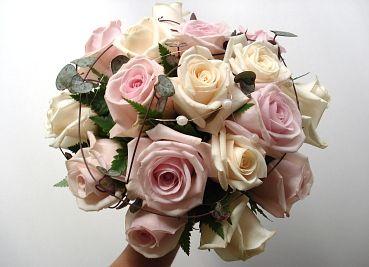 rundbunden brudbukett rosor - Sök på Google