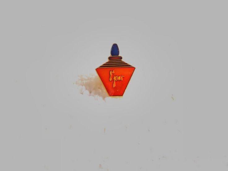 Vintage France/French 8'jour Women Fragrance pin badge