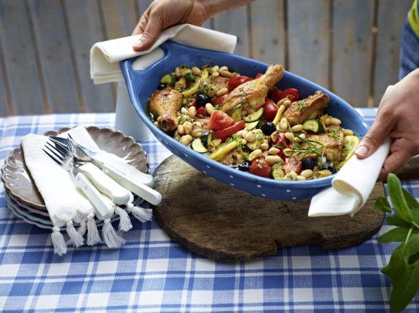 Unser beliebtes Rezept für Mediterranes Ofenhähnchen mit weißen Bohnen und mehr als 55.000 weitere kostenlose Rezepte auf LECKER.de.