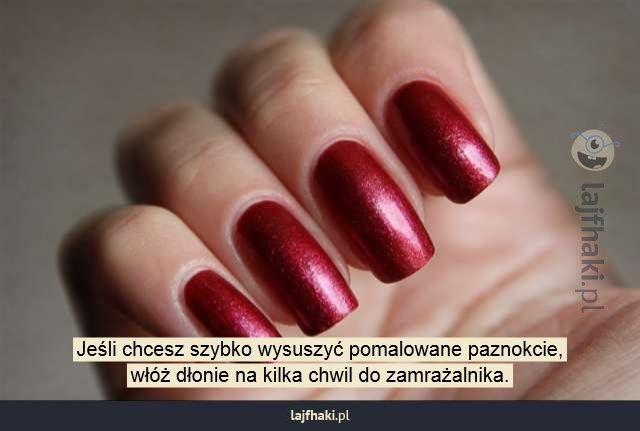 Jak szybko wysuszyć paznokcie? - Jeśli chcesz szybko wysuszyć pomalowane paznokcie, włóż dłonie na kilka chwil do zamrażalnika.