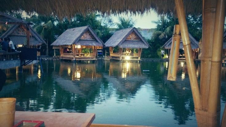 Dinner at Bale Udang Mang Engking, perfect view!!
