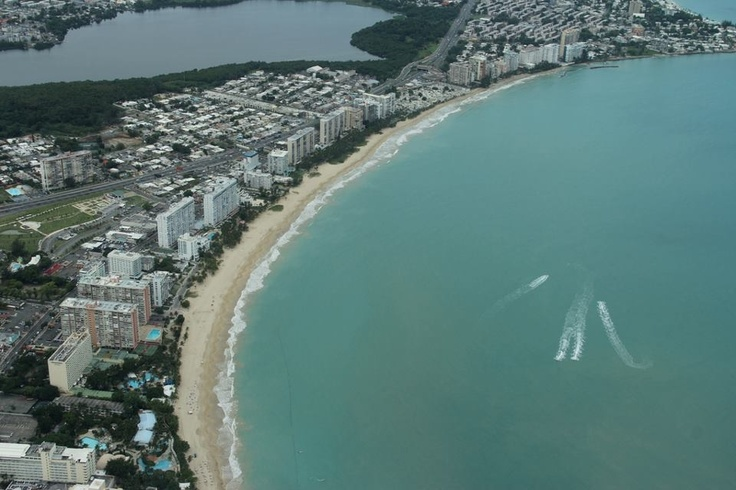 Playa de Isla Verde, Carolina, Puerto Rico. Foto Terick.