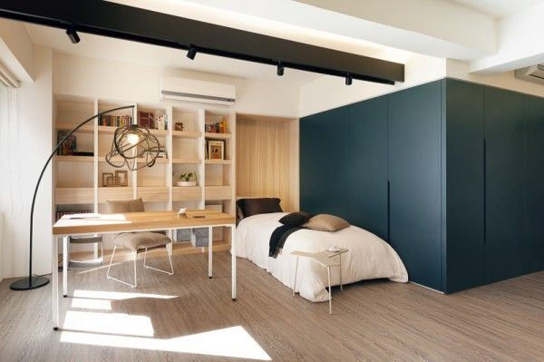 What really helps keep this space open and efficient is the use of minimal design and clean lines. The furniture chosen also opens the space...