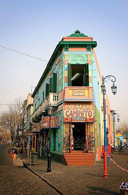 """Hoy damos un paseo por un barrio de Buenos Aires con mucho color, """"La Boca""""..."""