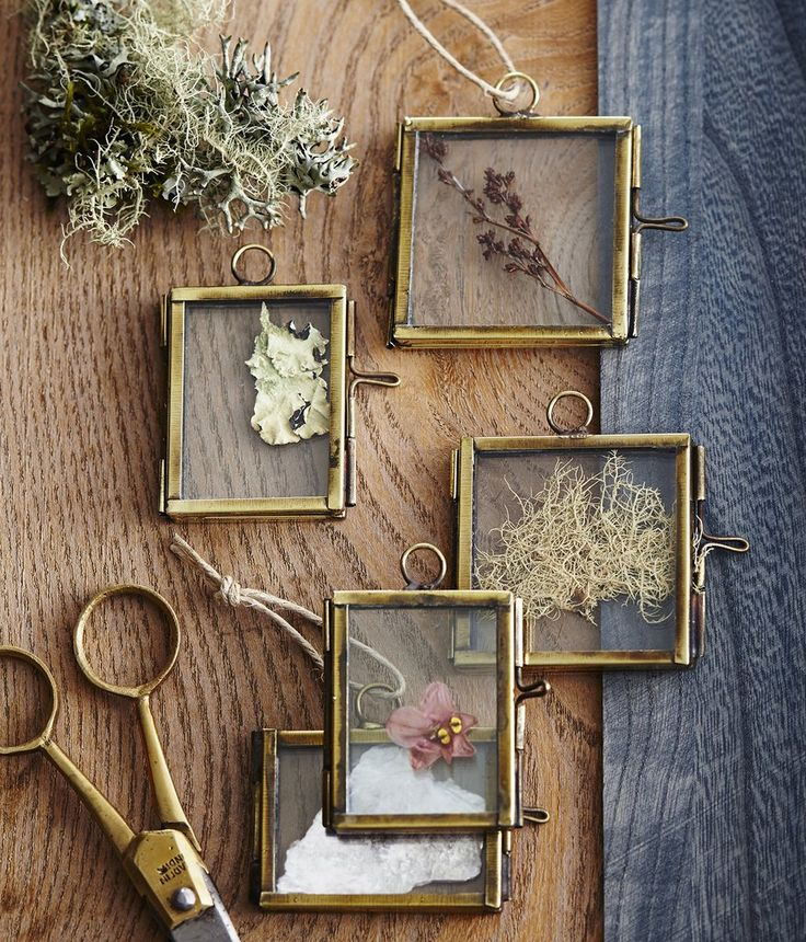 Diminutive, brass edged, hinged frames hang sweetly from the tree filled with photos or snippets from nature, or a hand-written name card for including on gifts. Glass with brass-plated edges and hing