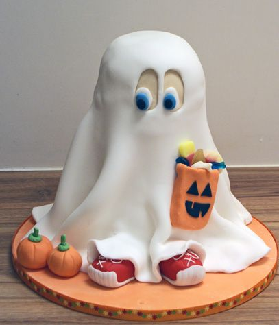 Ghost Cake -- PERFECT!!  (especially since I struggle so much with making my fondant lay flat!)