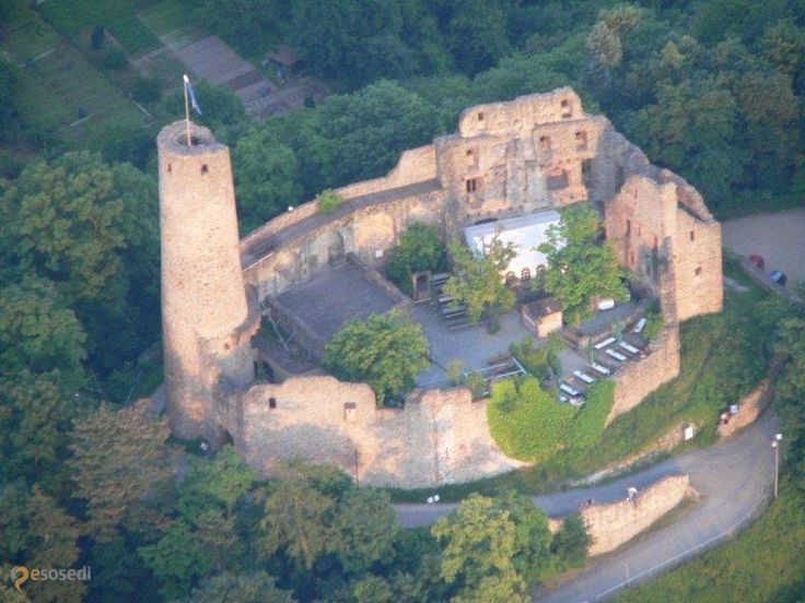 Замок Виндек – #Германия #Баден_Вюртемберг #Вайнхайм (#DE_BW) Руины замка Виндек открыты для свободного посещения. http://ru.esosedi.org/DE/BW/1000443519/zamok_vindek/