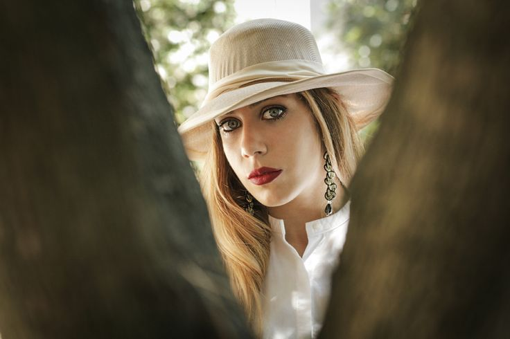 Hats and earrings are never enough! Anna e Alex Treccia from the Safari Deco collection.