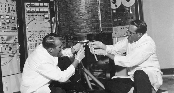 #UnDiaComoHoy 1965 se hace la primera transmisión de TV por satélite.