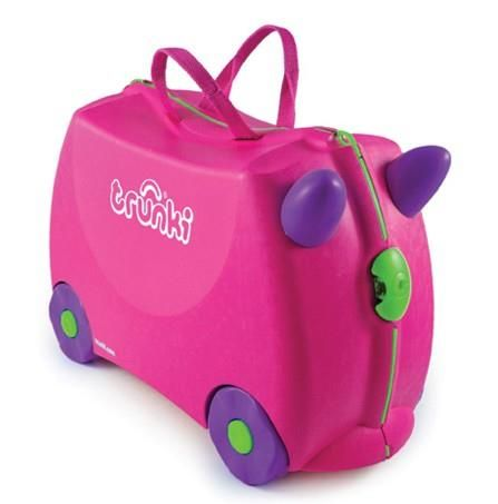 Trunki Kinderkoffer Roze - De Trunki kinderkoffers zijn de eerste 'ride on' kinderkoffers op de markt. Zij maken het reizen met kleine kinderen een pak eenvoudiger! Uw kindje kan namelijk op de koffer gaan zitten en met behulp van een lits kunt u zo de koffer met uw zoon/dochter verder trekken.De koffer zelf is gemaakt van polystereen en heeft 4 wieltjes. Dit maakt de koffer super stevig en kan het probleemloos als check-in baggage worden gebruikt. Indien dit niet uw favoriete ontwe...