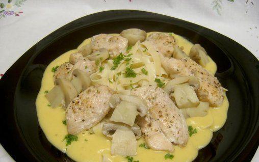 Retete Culinare - Pui cu ciuperci si paste
