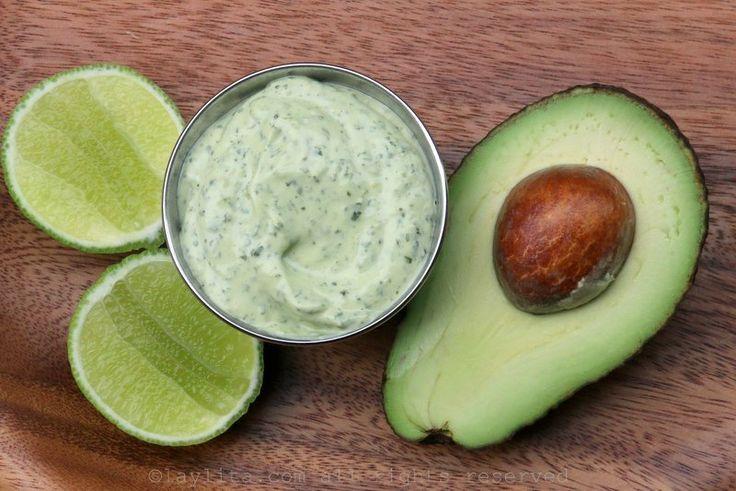Receta para preparar un delicioso dip o aderezo picante de mayonesa de aguacate y cilantro, se prepara con aguacate (palta), cilantro, mayonesa, limón, ajo y salsa Tabasco Verde.