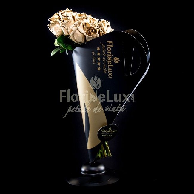 Trandafiri aurii, Golden Emotions - alege sa o surprinzi cu un gest emotionant, sa ii arati cu adevarat cat este de pretioasa si unica in ochii tai! Te invitam sa indraznesti cu acest cadousenzational, un buchet din 19 trandafiri aurii intr-un suport de buchete Black&Gold, unicat in Romania, creat special pentru o femeie moderna, activa, un fashion statement absolut senzational, luxul floral absolut!