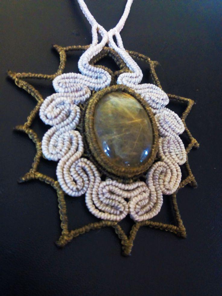 Macramè necklace with rutilated quartz.