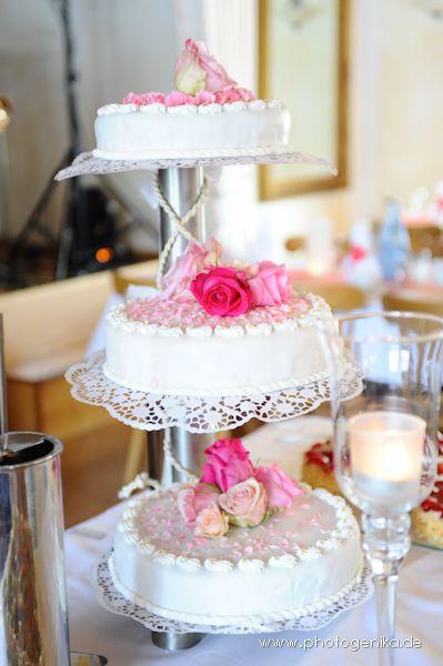 Hochzeitstorte Dreistockig Pinke Rosen Hochzeitstorten Pinterest
