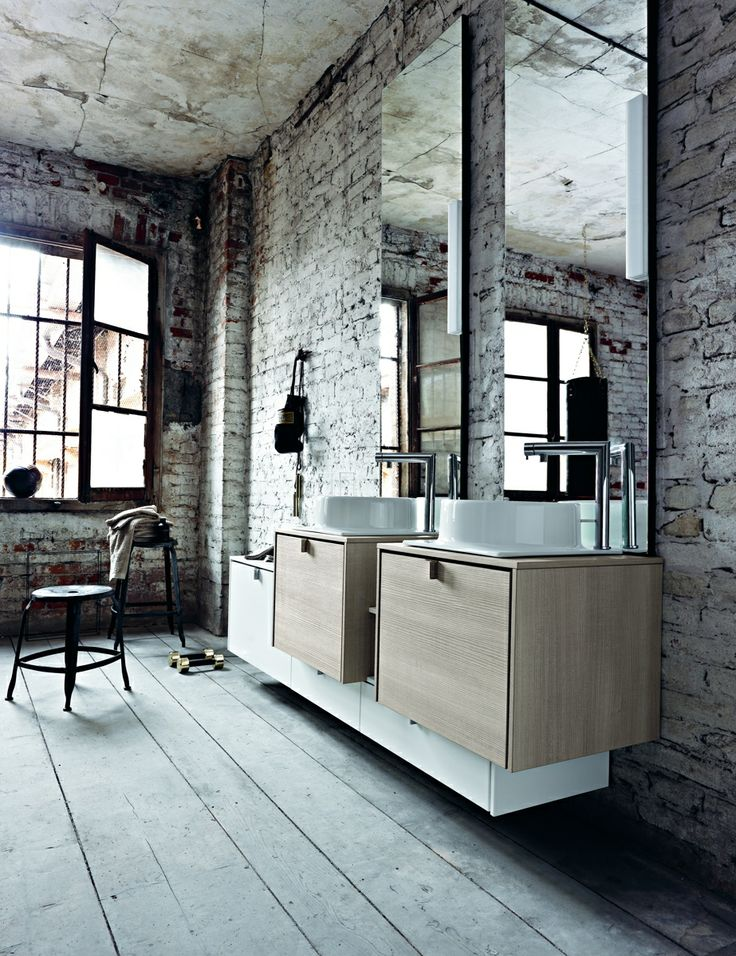 PIVOT 20 - Frontscountertop sides lacquered L41 Bianco matt. Fronts countertop sides Canaletto sbiancato. Washbasin sit-on Cup Ceramics.