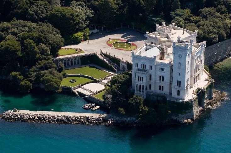 Il castello di Miramare, Trieste, Italy Eljegyzésünk helyszíne: 2011.szeptember 4.