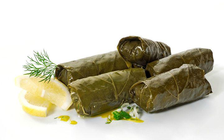 Bayram yemeklerinden altın günlerine kadar günün her anı yenilebilecek zamansız tariflerden biridir zeytinyağlı yaprak sarması.