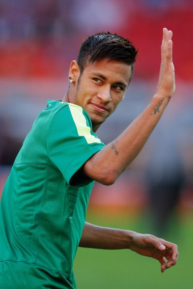 Neymar Photos Photos - Neymar of Brazil waves to fans during the Brazil Training Session at the FIFA Confederations Cup 2013 at  Estadio Nacional on June 14, 2013 in Brasilia, Brazil. - Brazil Training Session
