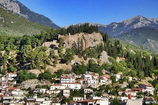The castle of Amfissa, also known as castle of Salona or castle of Oria, is situated on a rocky hill at 225m altitude above the city of Amfissa in Central Greece, close to Delphi.