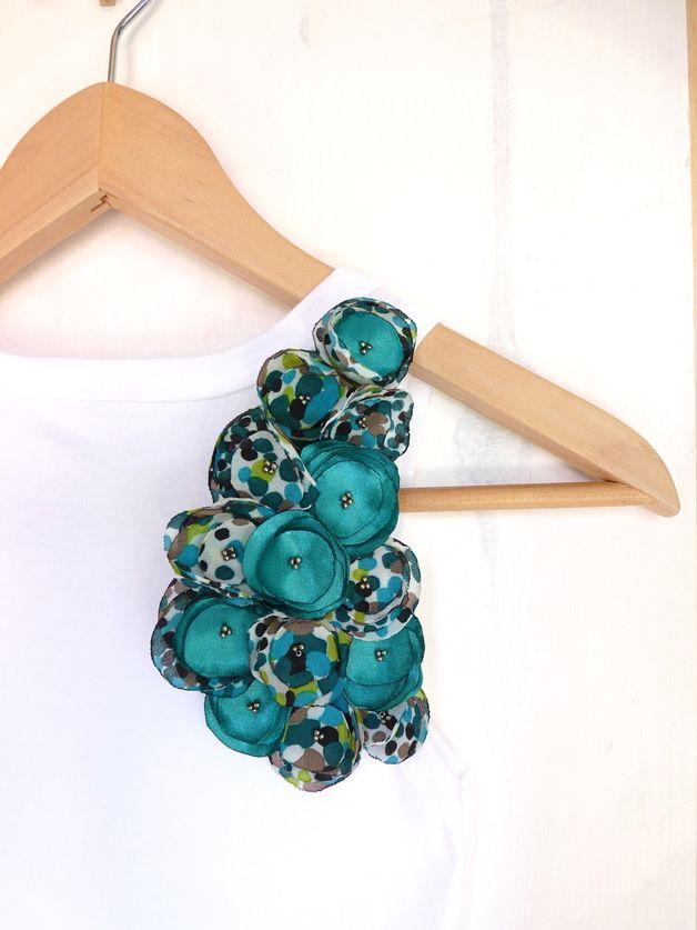 Broches, broche/collier/serre tête xxl fleurs tissu vertes est une création orginale de les-jules sur DaWanda