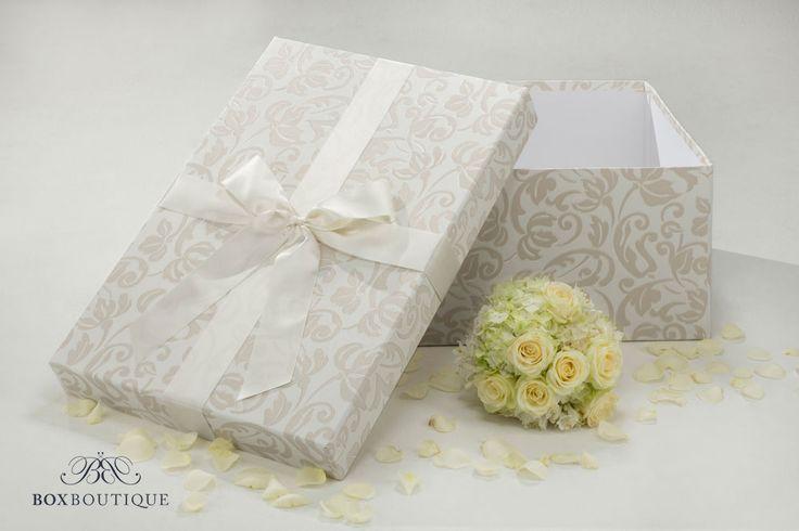 Die Brautkleidbox White Dream ist ein stilvolles Zuhause für euer Hochzeitskleid. // The wedding dress box White Dream is a stylish home for your wedding dress. www.boxboutique.de #Brautkleidbox #BoxBoutique #WeddingDressBox