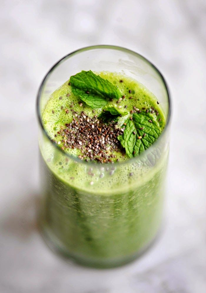Green Spinach Kale Power Smoothie Chia- Winter Detox || Winter Detox - Green Power Smoothie with Mint, Ginger, Kale, Lemon and Chia Seeds