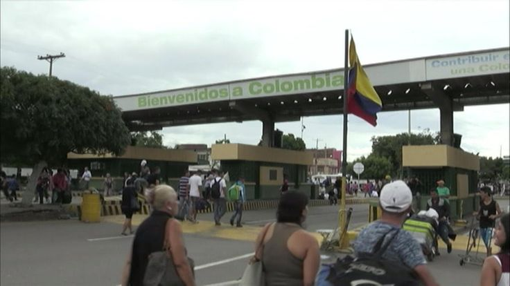 Venezuelans head to Colombia for basic goods Subscribe to France 24 now : http://f24.my/youtubeEN FRANCE 24 live news stream: all the latest news 24/7 http://f24.my/YTliveEN After a week-long border closure last month thousands of Venezuelans have resumed their daily journeys into neighbouring Colombia to buy basic goods. The economic crisis in the country combined with the government's decision to scrap the 100-bolivar note has made it increasingly difficult to buy items including food…