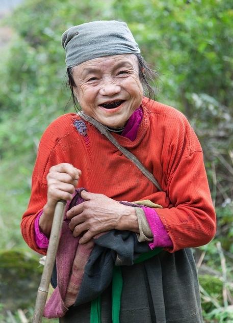 Femme thaï blanc à Mai Chau (Photo prise par jpazam). En savoir plus : https://www.amica-travel.com/vietnam-sites-a-decouvrir/nord-vietnam/mai-chau #maichau #vietnam #travel