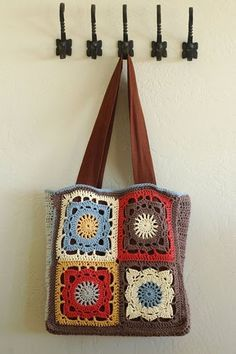 Cute Granny Square Chic Bag! Would make more, smaller dainty floral squares