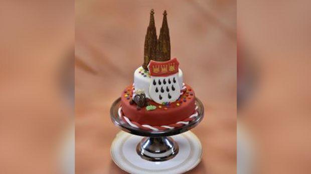 Eine traumhafte Torte mit Kirschpüree und Buttercreme. Das kölsche Design rundet das Gesamtbild perfekt ab.