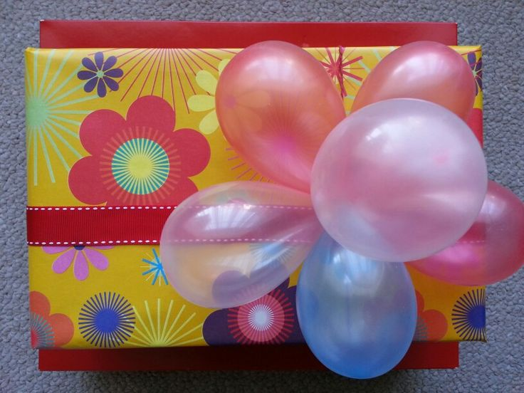 Water balloons as a gift topper♥