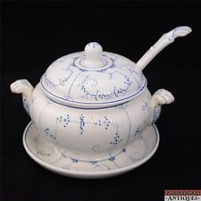 c1874-1909 Villeroy Boch Dresden Blue Fluted Small Tureen & Ladle Attached Plate